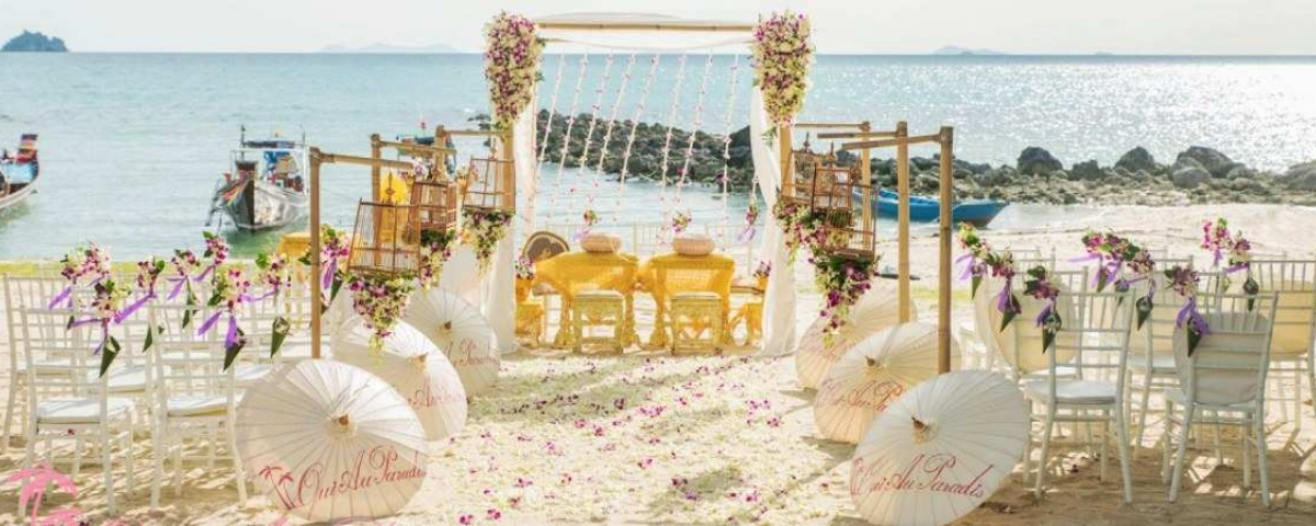 Chiang Mai Classic Umbrellas - Thai Oiled Umbrellas - Wedding in Samui - Beach Setting